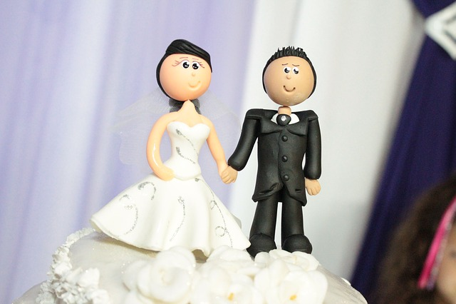 wedding-cake-toppers-115556_640.jpg
