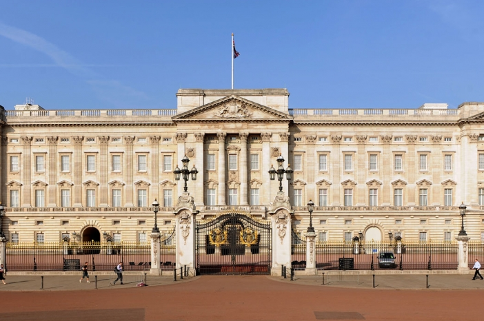 Buckingham Palace is the London residence and administrative headquarters of the monarch of the United Kingdom. Best Nail Salon
