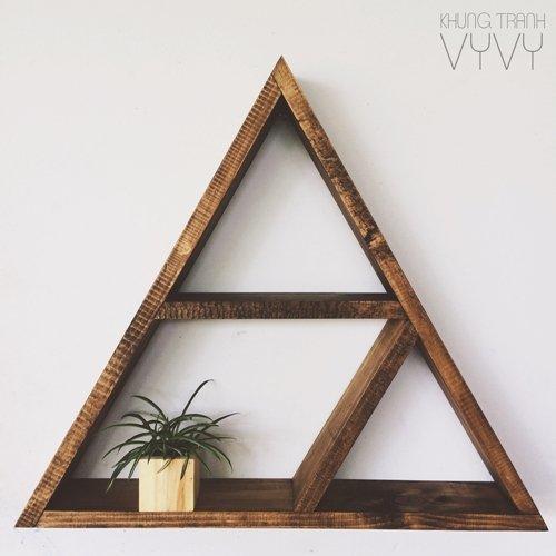 Kệ gỗ trang trí hình tam giác, hình núi... chất liệu gỗ thông, kiểu dáng Rustic