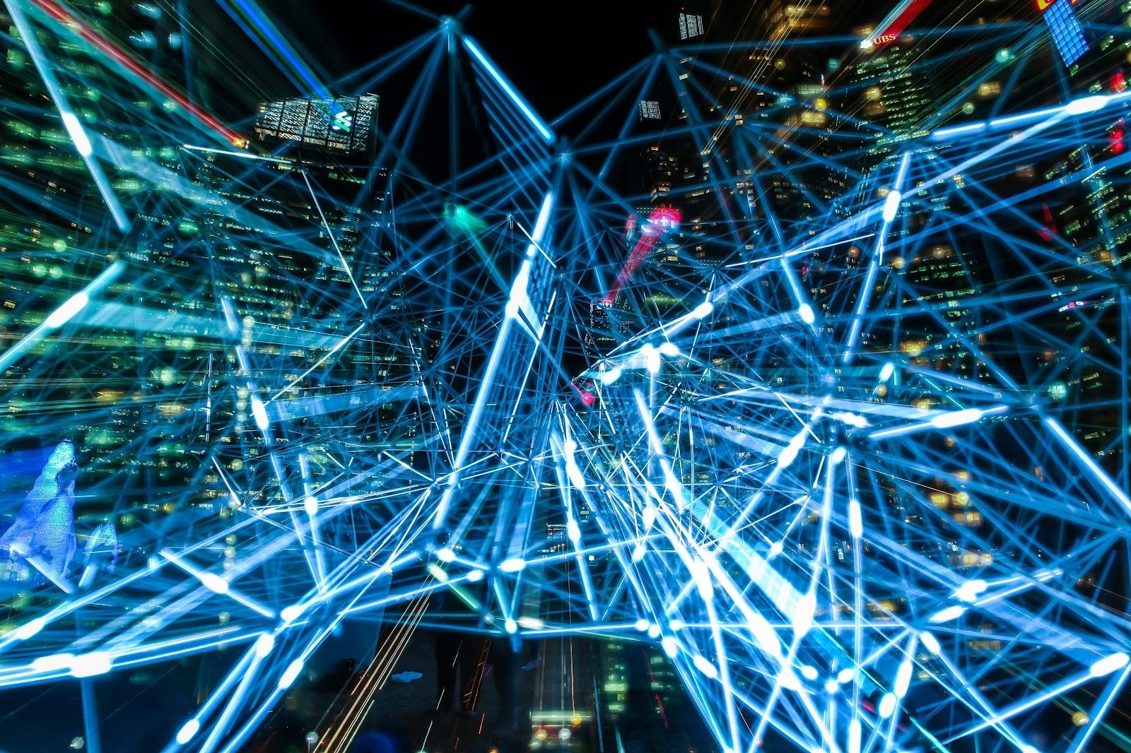 Várias luzes alinhadas representando tecnologia.