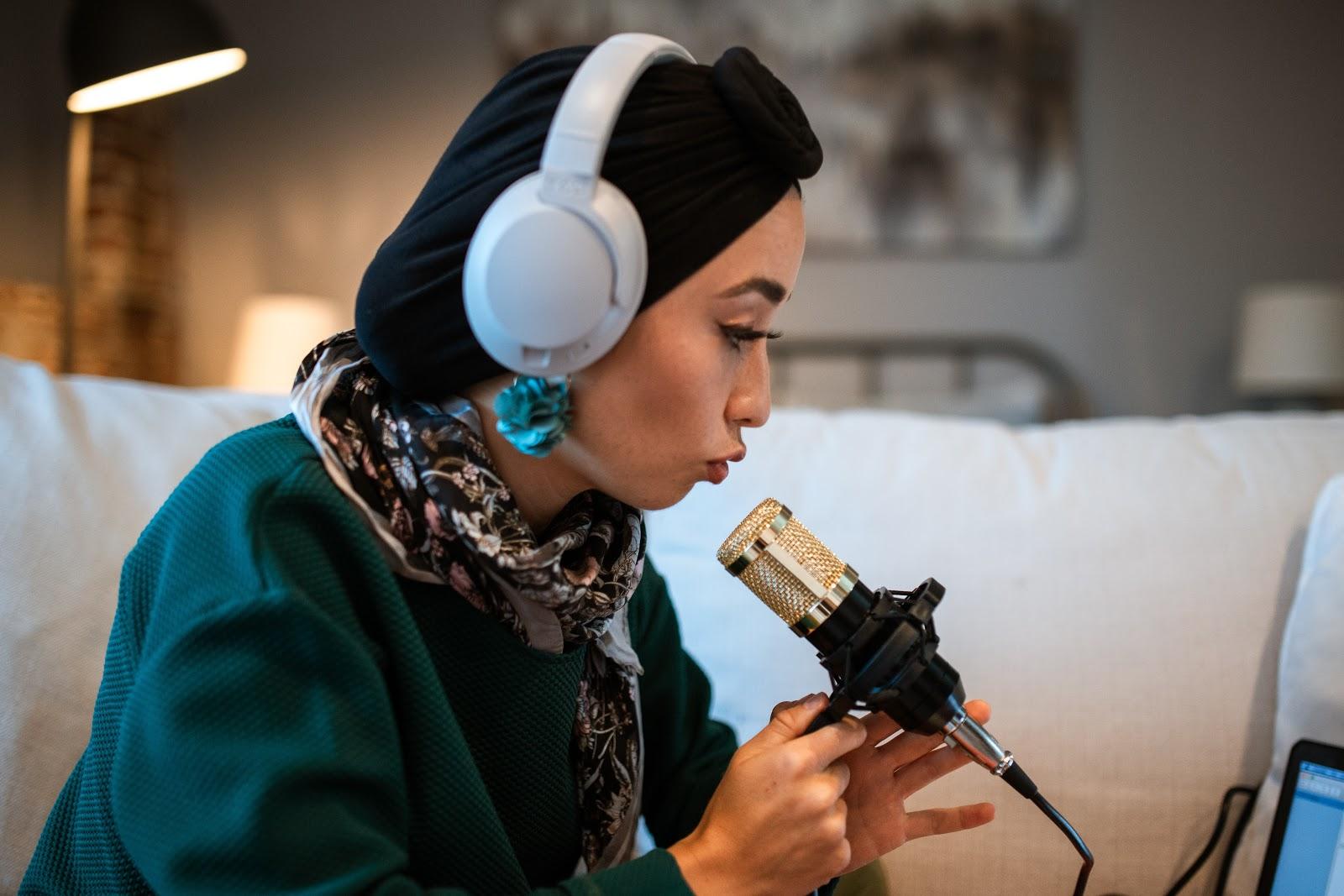 Aumente la audiencia de su podcast con estos 5 sencillos pasos Colabora con otros podcasters