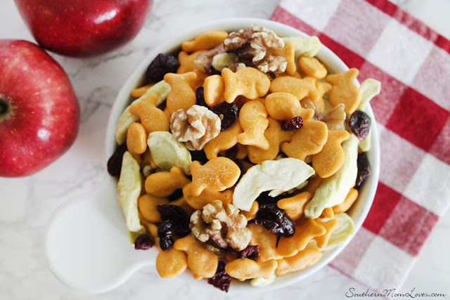 Cheddar and Apple Goldfish Snack Mix