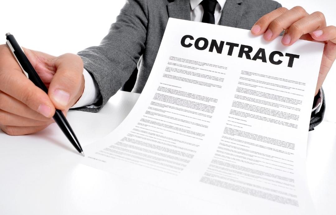 Đọc kỹ hợp đồng trước khi ký là điều bạn cần làm