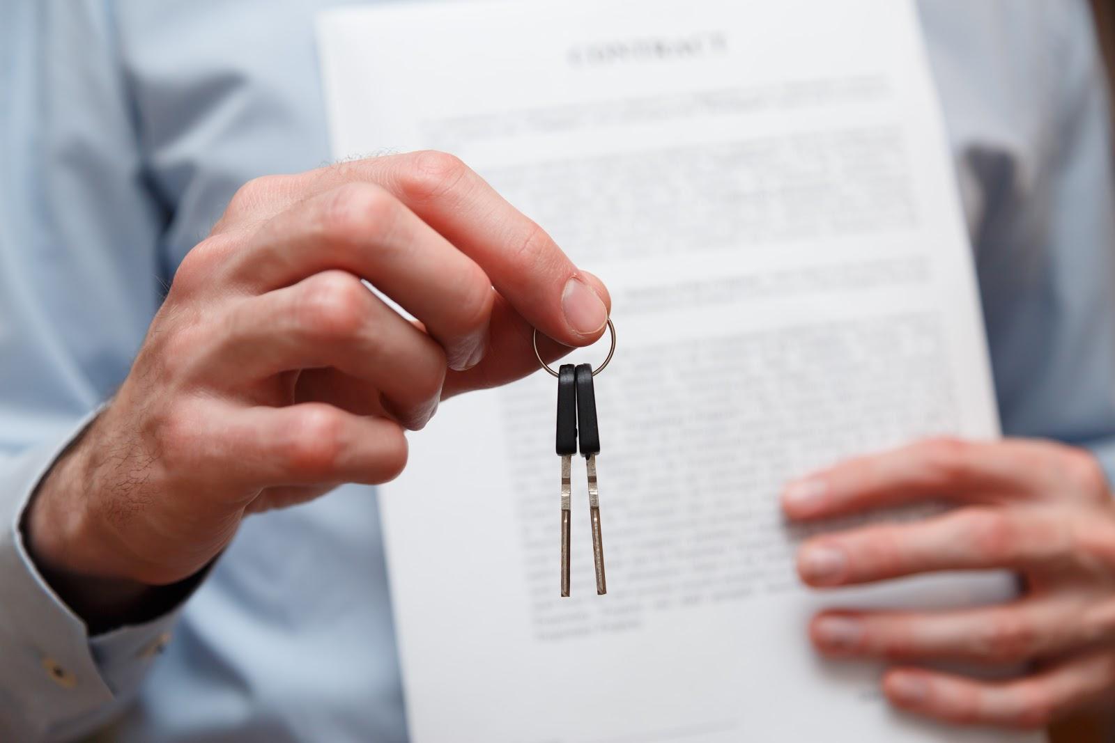 umowa i kluczyki do samochodu