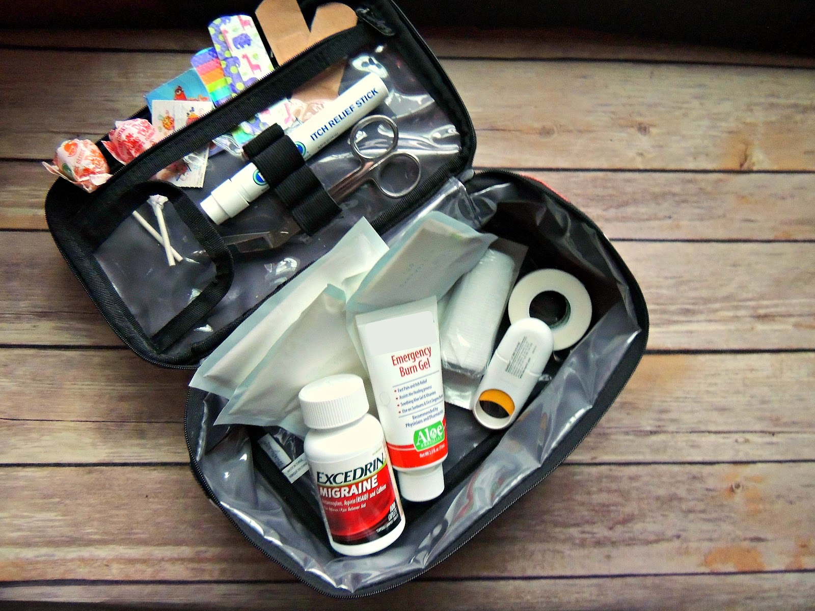 Excedrin® Migraine First Aid Kit for the Family #MoreMomentsWithExcedrin #CollectiveBias #ad Kit.jpg