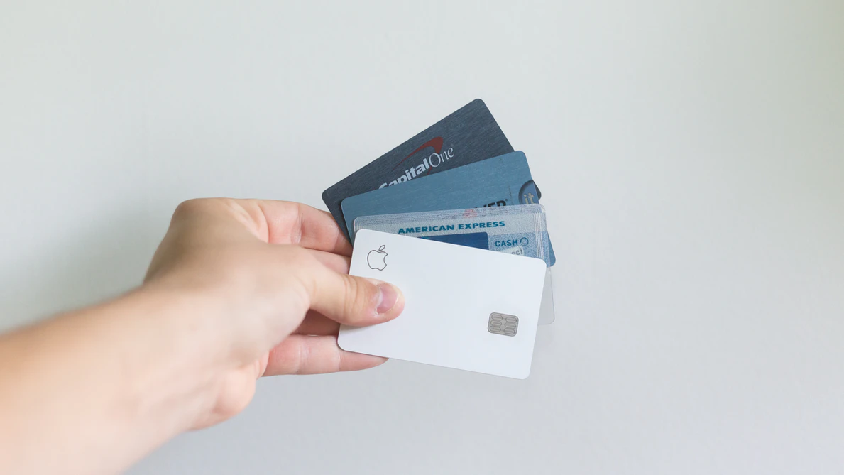 credit cards are cashless payment methods