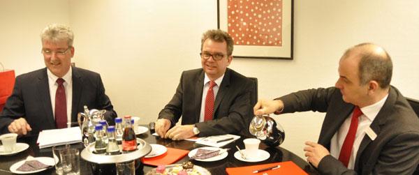 v.l.: Michael Hedtkamp, Thomas Biermann, Thomas Theile (Sparkasse Gevelsberg) Foto: Linde Arndt