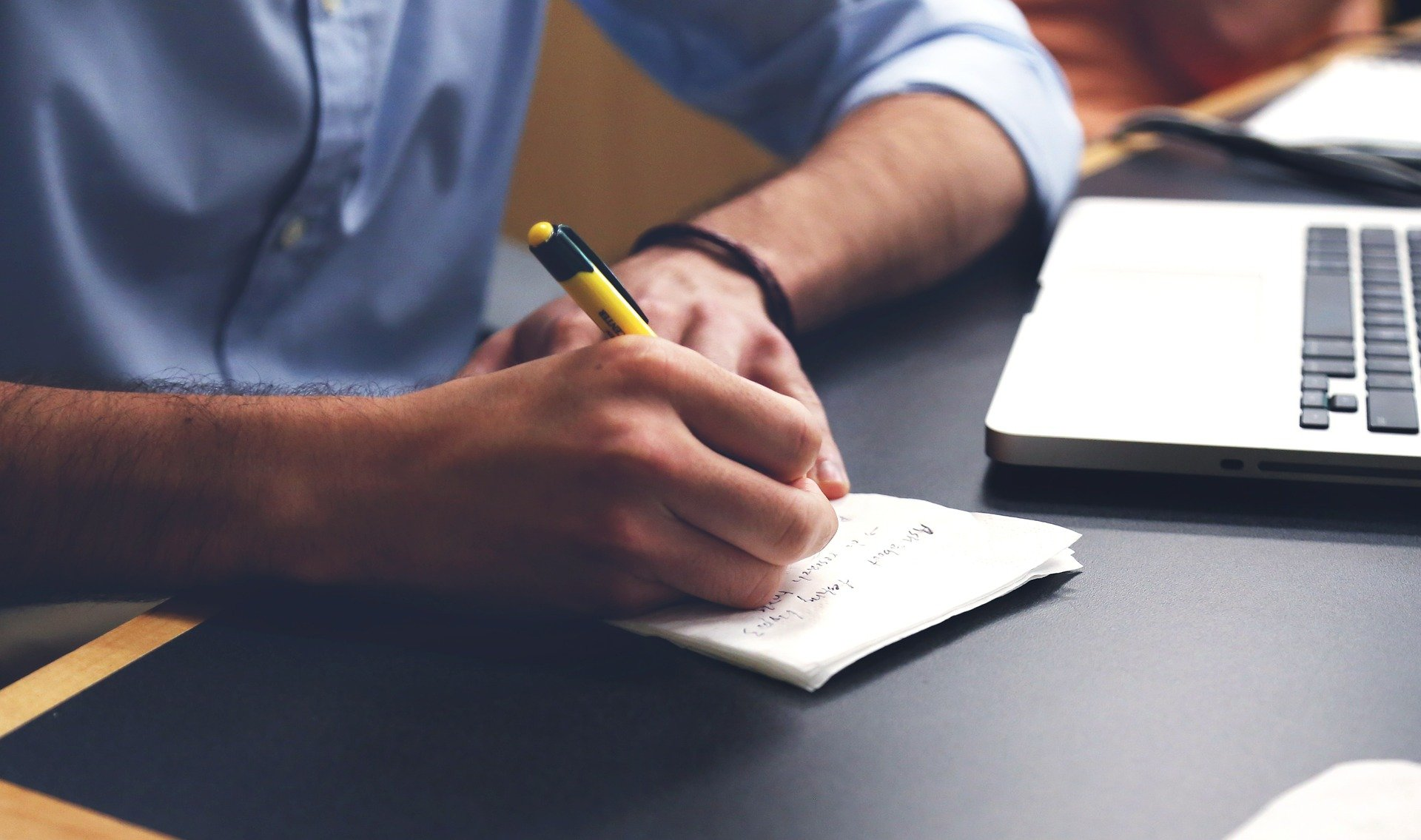 O mestrado acadêmico incentiva o discente a repassar diretamente seus conhecimentos (Fonte: StartupStockPhotos/Pixabay)