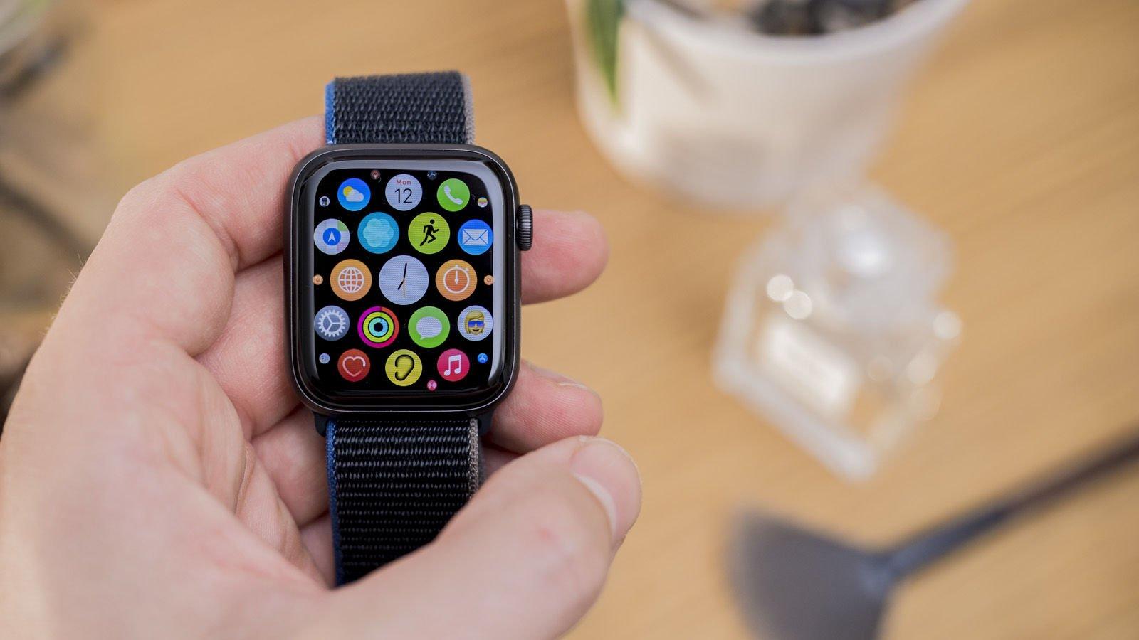 Loạt smartwatch về giá tốt, đáng chú ý tại Việt Nam - Ảnh 1.