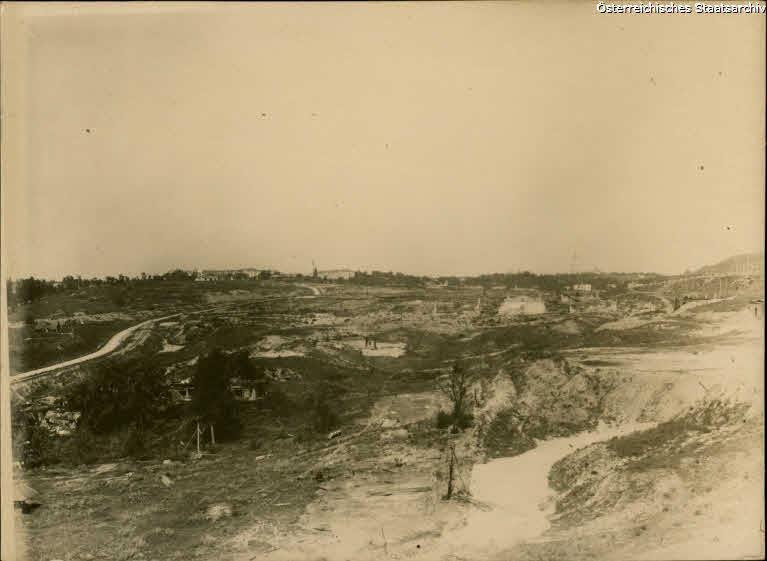 Руїни Звіринця після вибухів та пожежі