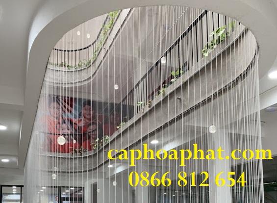 Có thể lắp đặt lưới an toàn ở vách ngăn không gian cầu thang