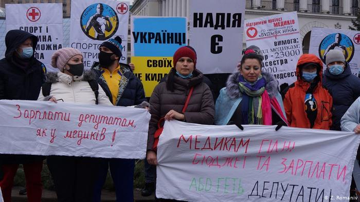 Віра Харевич (ц) на акції протесту в Києві