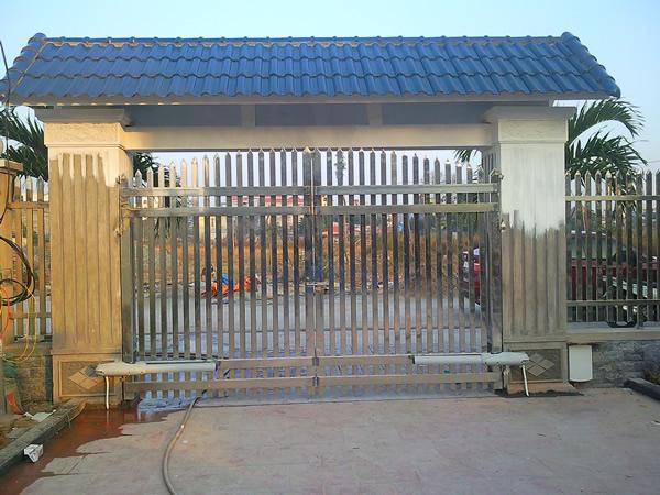 Tên trộm khó có thể đẩy cổng đột nhập vào nhà khi lắp đặt cửa cổng tự động