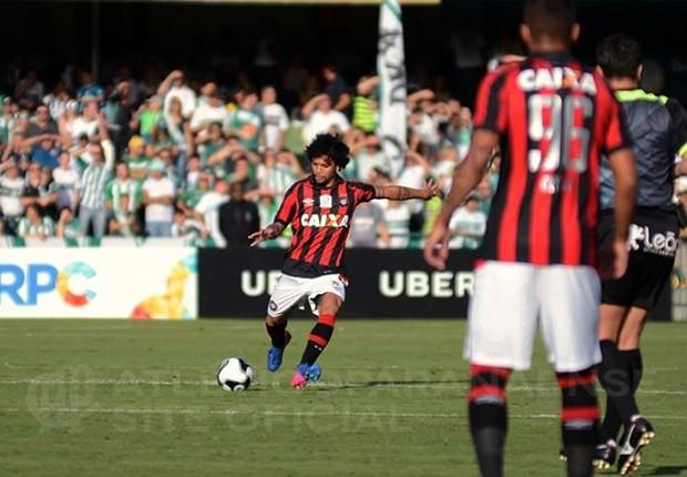 https://www.atleticoparanaense.com/public/uploads/news/43276_14941906554_thumb-5-3.jpg