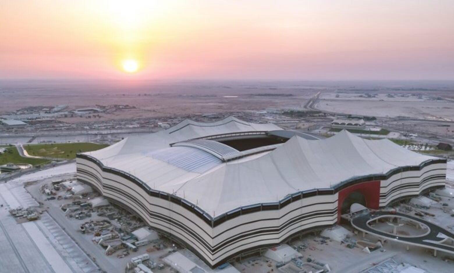 Diện mạo của sân vận động mô phỏng hình dạng của một chiếc lều Bedouin