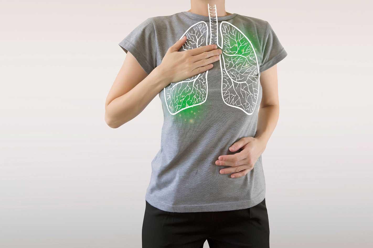 poumon vert surligné infecté par le virus, les soins de santé et le concept de médecine