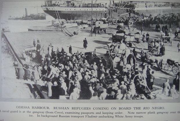 Одеська евакуація. Перед посадкою на пароплав перевіряють паспорти