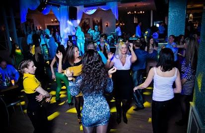 В омском ночном клубе голые на сцене ночной клуб