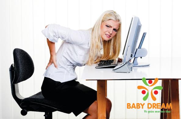 Đau lưng nhức mỏi khi làm việc lâu là điều không ai tránh khỏi