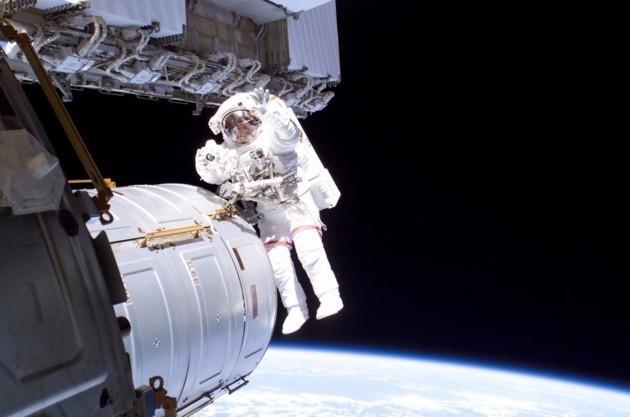ttps://images.duckduckgo.com/iu/?u=http%3A%2F%2Fwww.normandie-actu.fr%2Ffiles%2F2017%2F01%2FSortie-espace-ISS-Cnes-630x0.jpg&f=1