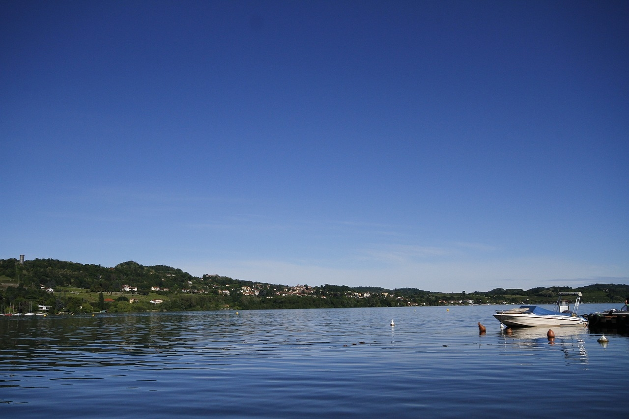 lake-viverone-2298806_1280.jpg