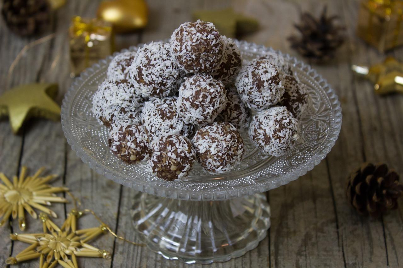 Шоколадные шарики с кокосом