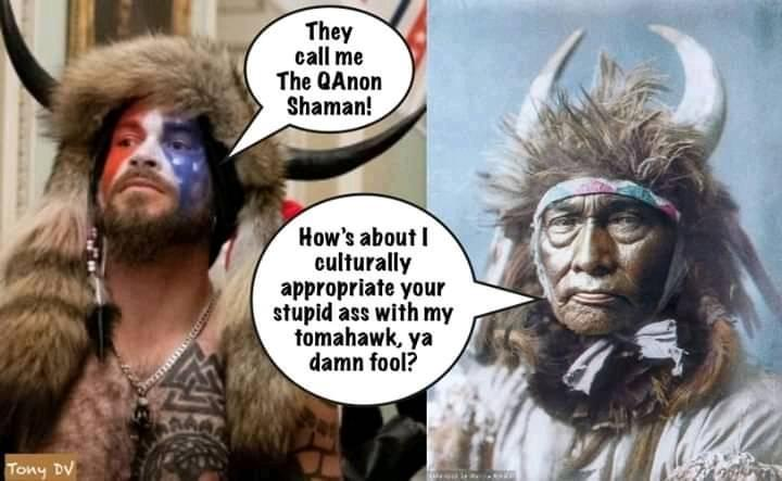 "Billedet indeholder sandsynligvis: 2 personer, meme, tekst, der siger ""They call me The QAnon Shaman! How's about