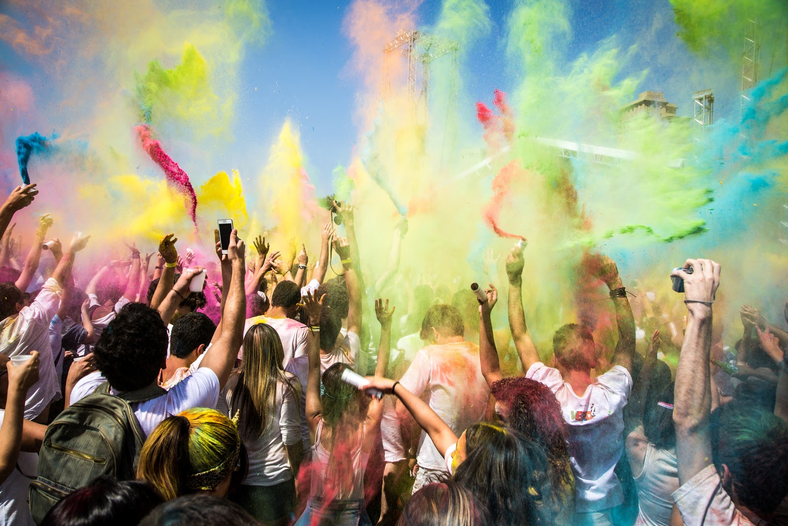 https://upload.wikimedia.org/wikipedia/commons/6/64/Sem_t%C3%ADtulo_holi_festival_colours_2013.jpg