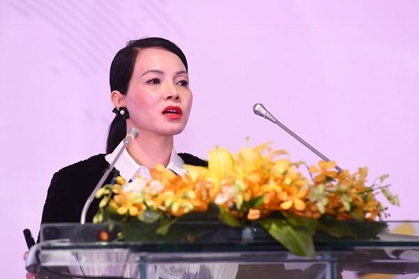 Bà Bùi Kim Thùy với bài tham luận về Quy tắc xuất xứ hàng hóa.