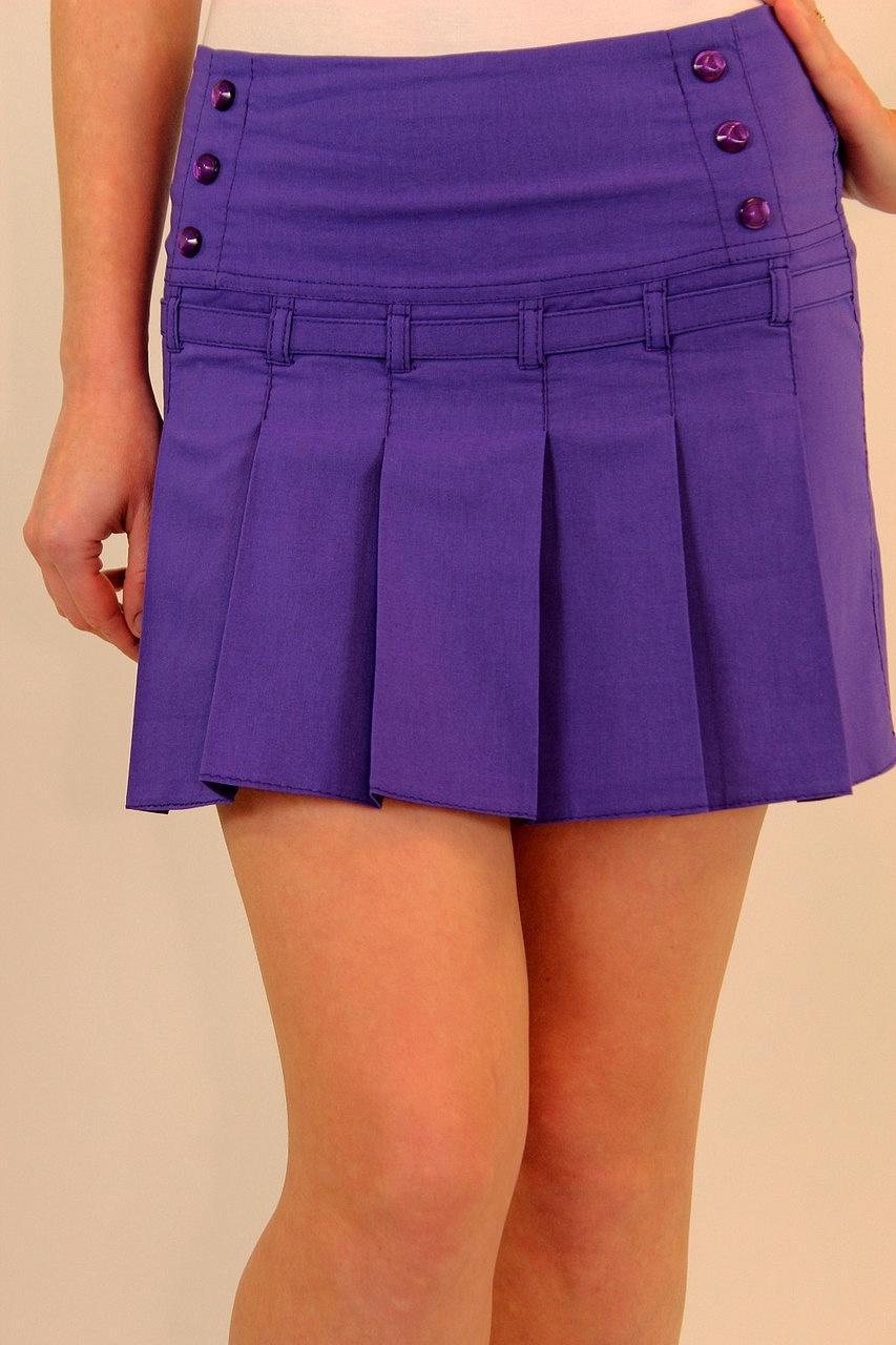 Летняя короткая юбка со складками впереди