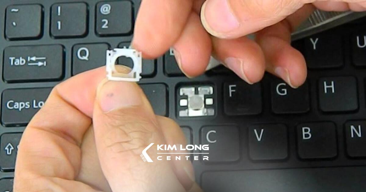 thay 1 nút bàn phím laptop do lỗi phần khung phím