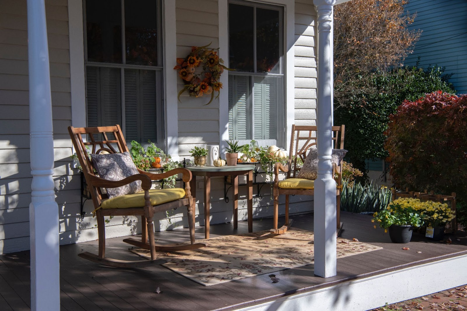 quaint outdoor furniture set; modern outdoor furniture ideas