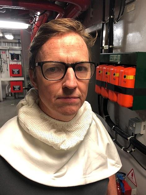 Репортер Daily Mail (на снимке) был на борту HMS Defender, когда раздался драматический инцидент, вызвавший неоднократные очереди из пушек, что привело к новому дипломатическому кризису.