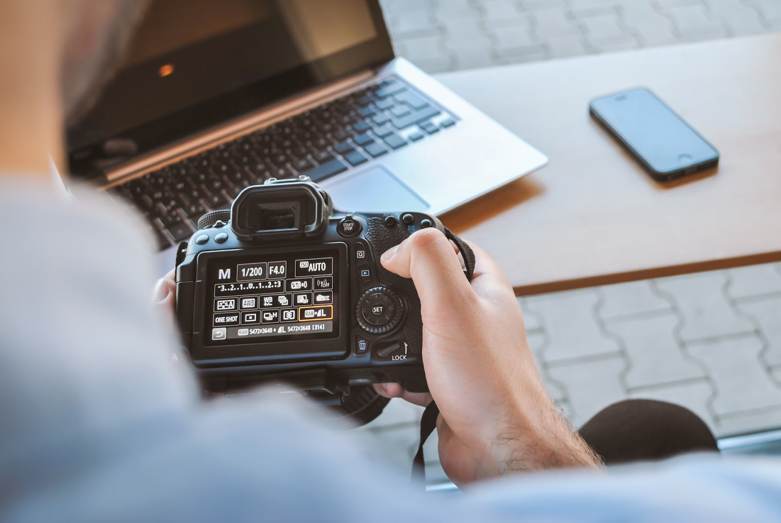 Setting camera to shoot in RAW image