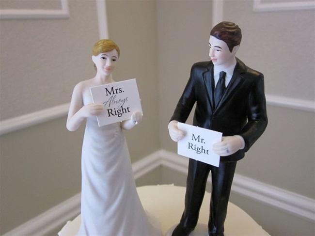 """Như một lời khẳng định quyền """"thống trị"""" trong nhà, cô dâu """"luôn luôn đúng""""."""