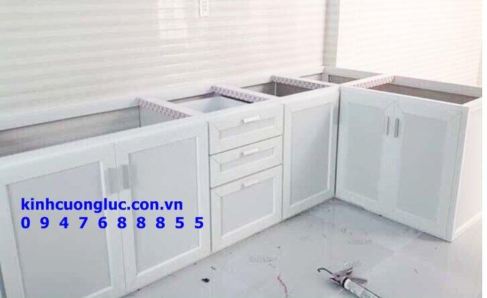 Mức giá của những chiếc tủ bếp nhôm kính treo tường có đắt không?