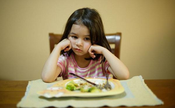 Trẻ biếng ăn suy dinh dưỡng luôn là vấn đề khiến cha mẹ đau đầu