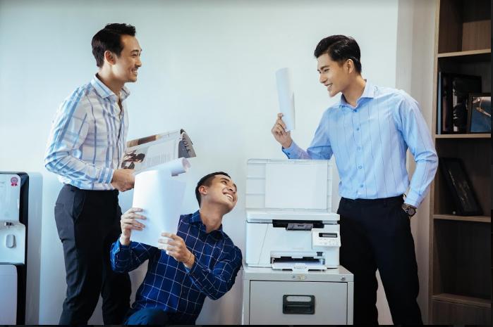 Combo áo sơ mi - quần âu nam luôn được yêu thích ở môi trường công sở
