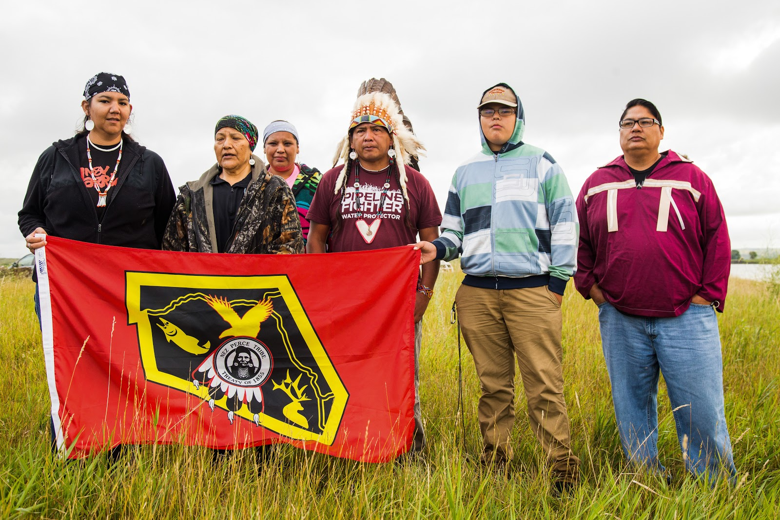 Nez Perce tribal members show their solidarity. (Photo: Alex Hamer)