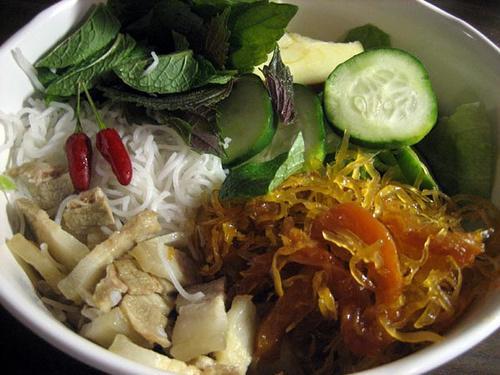 Chuyen Dong Que - Bún, mắ thyáu và thịt ba rọi .jpg