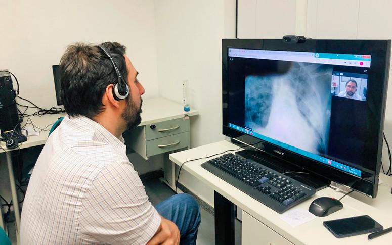 Realização de diagnósticos à distância, umas possibilidades da telemedicina,  já é realizado dentro do Sistema Único de Saúde (SUS). (Fonte: Governo do Ceará)