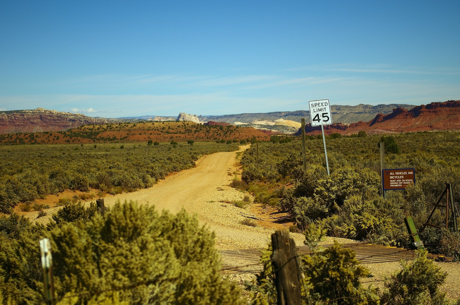 escalante-rural-trail-fields-red-rocks-utah