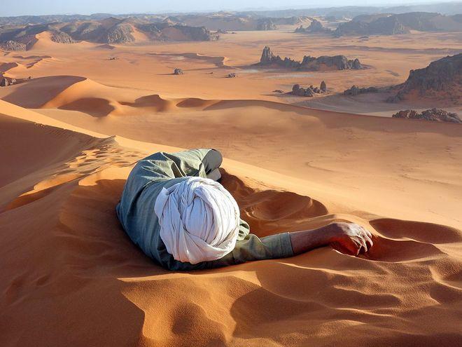 Những cồn cát mênh mông ở Tassili n'Ajjer, Algeria.