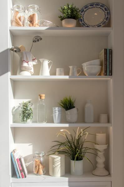cozinha-pequena-prateleiras.jpg
