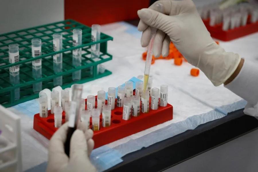 Tiem tron vaccine phong COVID-19 va nhung dieu can biet