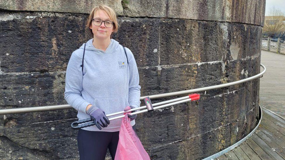 Volunteer litter picker Claire Heat