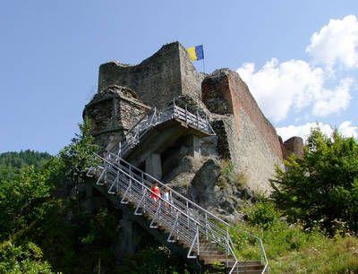 Poenari Castle.jpg