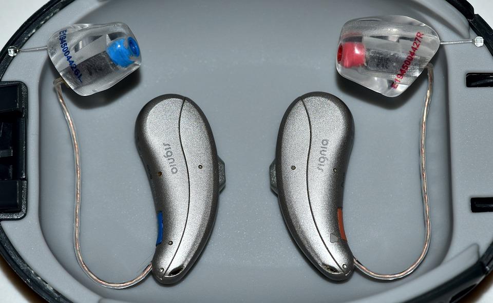 https://pixabay.com/photos/hearing-aids-instruments-deafness-4740156/