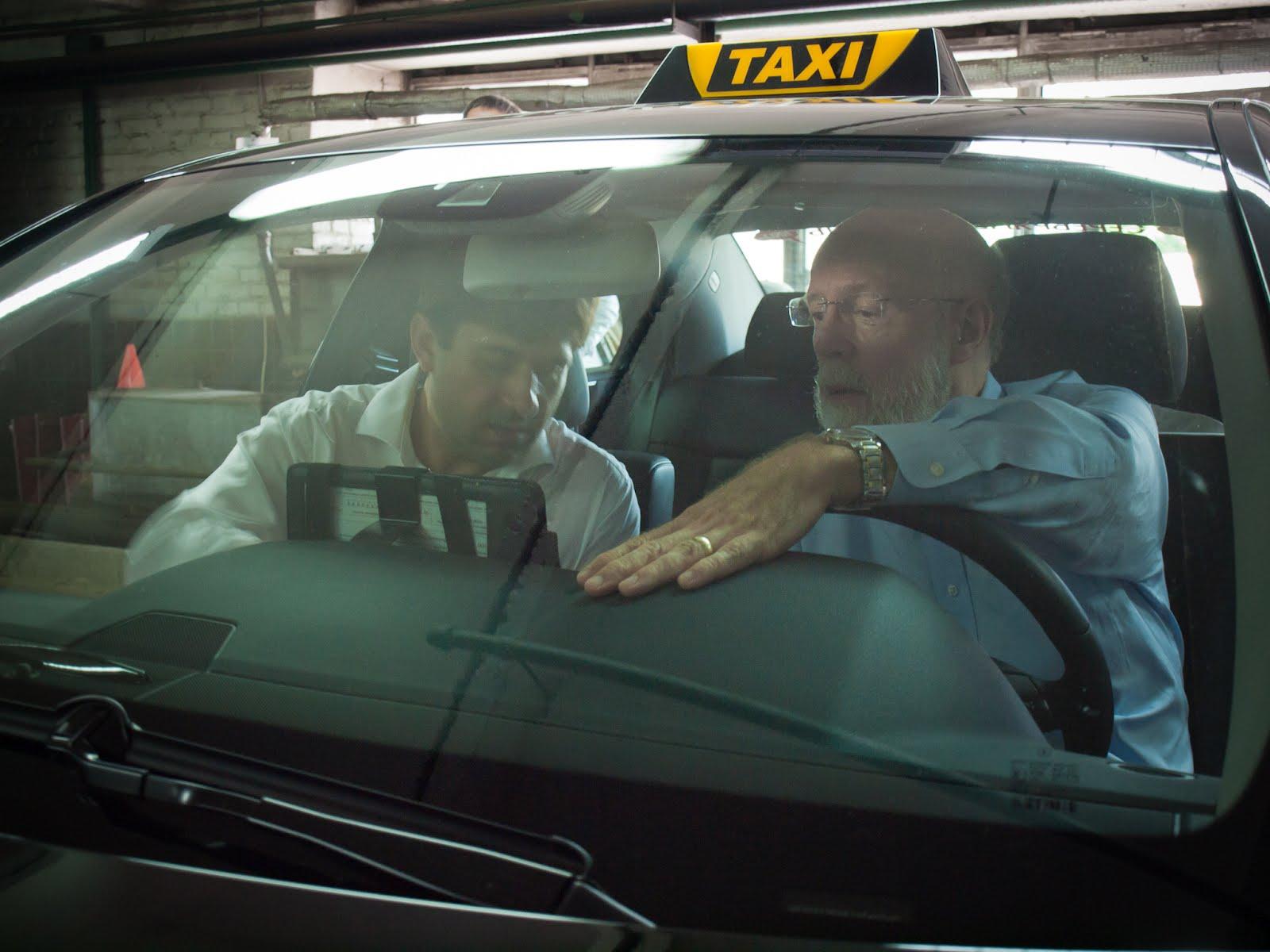 "Джим Вумек за рулем Мерседеса ""Командир. Такси"""