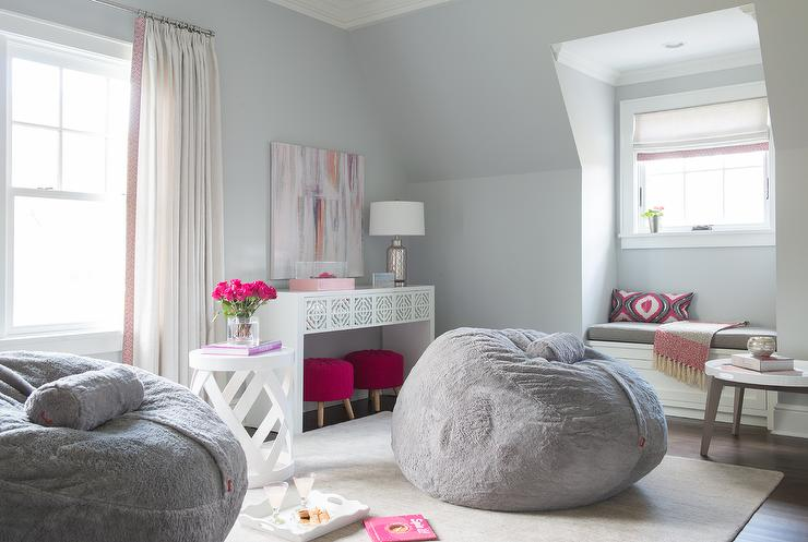 Make Use of a Small Space With Beanbag Chairs